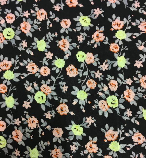 wiskoza-kwiatki-na-czarnym